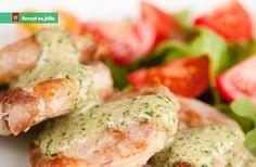 Vepřová panenka se smetanovou omáčkou je díky druhu masa rychle připravená minutka. Můžeme podávat třeba s opečenými bra Salmon Burgers, Baked Potato, Potato Salad, Good Food, Pork, Steak, Healthy Recipes, Chicken, Cooking