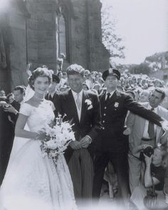 Take a look back at the iconic Newport, Rhode Island wedding of John F. Kennedy and then bride-to-be Jackie Bouvier with never-before-seen photos taken by photographer Arthur Burges more than 60 years ago. Jackie Kennedy Wedding, Jfk And Jackie Kennedy, Les Kennedy, Jaqueline Kennedy, Celebrity Wedding Dresses, Celebrity Weddings, Celebrity Wedding Photos, Marie, Rare Photos