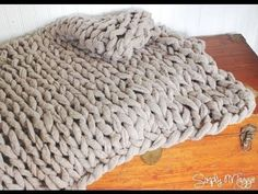 ▶ How to Arm Knit a Blanket in 45 Minutes with Simply Maggie