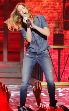 Emily Blunt Goes Method (and Maybe a Little Crazy) to Prepare for Her Lip Sync Battle With Anne Hathaway—Watch!  Emily Blunt, Lip Sync Battle
