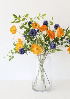 Spring Flower Arrangements, Vase Arrangements, Beautiful Flower Arrangements, Flower Vases, Flowers In A Vase, Spring Flower Bouquet, Flowers In Water, Wild Flower Bouquets, Fresh Flower Arrangement