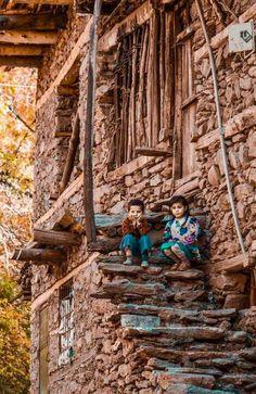 Hizan BİTLİS TÜRKİYE  ##Bitlis ##hizan ##TÜRKİYE ##GÜNAYDIN  sı Precious Children, Beautiful Children, Beautiful World, Beautiful Places, Kids Around The World, People Around The World, Around The Worlds, Cool Pictures, Cool Photos