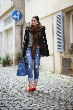 Pimkie blouse & jeans, Sheinside coat, Primark scarf & earrings, Via Uno shoes, Prada bag.