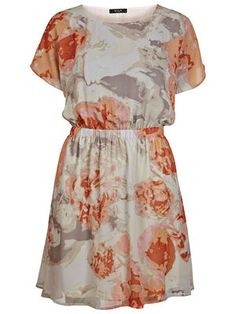 Vestido Primavera  Vestido estampado muy femenino. Goma en la cintura. Escote en la espalda.