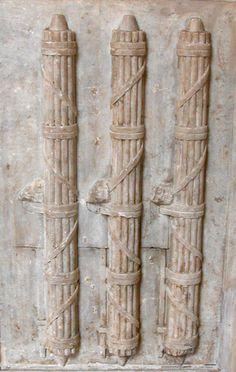 In Rome fasces represented the power of certain magistrates who could order the beating of a criminal. The judges assistants, called licteurs, did the work with sticks. These fasces became the symbol of union and accord.