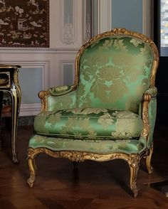 "jepsolell: ""That kind of green💚 (en Musée du Louvre) "" Victorian Furniture, French Furniture, Classic Furniture, Unique Furniture, Cheap Furniture, Rustic Furniture, Vintage Furniture, Furniture Design, Furniture Online"