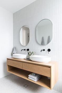 Modern Farmhouse, Rustic Modern, Classic, light and airy master bathroom design suggestions. Bathroom makeover ideas and master bathroom renovation a few ideas. Modern Bathroom Design, Bathroom Interior Design, Modern Interior Design, Modern Bathrooms, Minimal Bathroom, Master Bathrooms, Mid Century Modern Bathroom, Best Bathrooms, Mid Century Bathroom Vanity