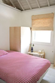 Bedroom Red, Home Bedroom, Bedrooms, Modern Bedroom, Modern Interior Design, Interior Design Inspiration, Contemporary Carpet, Striped Bedding, Scandinavian Home