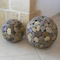 lampe globe en galets - Globes en galets - Galets deco & design pebble globe lamp - Globes in pebble Stone Crafts, Rock Crafts, Diy Home Crafts, Garden Crafts, Garden Projects, Diy Projects, Garden Ideas, Decor Crafts, Garden Globes