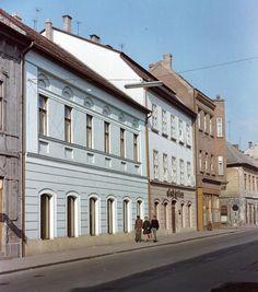 Oskola utca az Oroszlán utca torkolatánál. Utca, Hungary