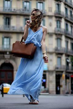BACKLESS AND BLUE - Fashion Blog Barcelona | Mes Voyages à Paris