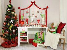 family Christmas party ideas - letras hoho; laço a emoldurar a mesa; barrete de pai natal a cobrir colheres de mousse branca em shot