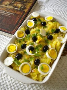 My least favourite but it's still worth the try. Bacalhau à gomes de Sa Cod Recipes, Fish Recipes, Easy Cooking, Cooking Recipes, Healthy Recipes, Bacalhau Recipes, My Favorite Food, Favorite Recipes, Portuguese Recipes