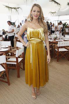 Blake Lively veste Valentino no Festival de Cinema de Cannes 2016.
