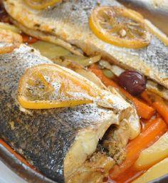 Bar au four Fish Recipes, Seafood Recipes, Cooking Recipes, Fish And Meat, Fish And Seafood, Plats Ramadan, Healthy Snacks, Healthy Recipes, Restaurant Recipes