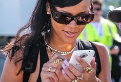 """Rihanna says """"thank you HTC"""" and gives away a custom HTC One X+ 