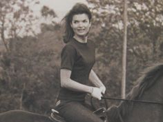 jackie kennedy equestrian   The Private Passion of Jackie Kennedy Onassis: Portrait of a Rider ...