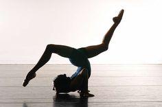♡ #flexibility #strength #yoga #yogi #suja #sujajuice #health #nutrition #juicecleanse #itsthejuice #detox #organic #wholefoods #nongmo