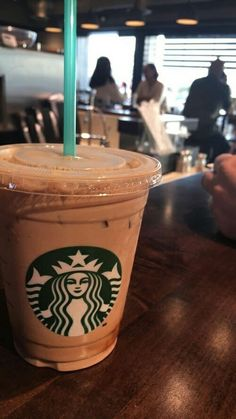 Starbucks Drinks, Starbucks Coffee, Coffee Love, Starbox Coffee, Mcdonalds Mocha Frappe, Mocha Frappe Recipe, Coffee World, Snap Food, Story Instagram