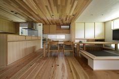 チェアーでも掘りごたつでも楽しめるダイニング Divider, Kitchen Cabinets, Loft, House Design, Flooring, Interior, Furniture, Home Decor, Image