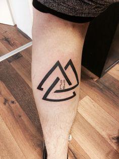 #23 #tattoo #wade # geometrisch #dreieck