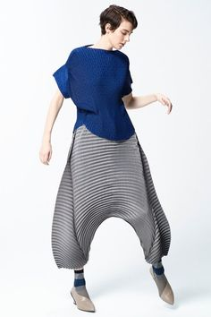 The complete Issey Miyake Pre-Fall 2018 fashion show now on Vogue Runway.