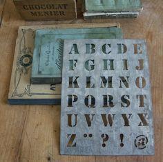 1000 id es sur le th me pochoirs alphabet sur pinterest. Black Bedroom Furniture Sets. Home Design Ideas