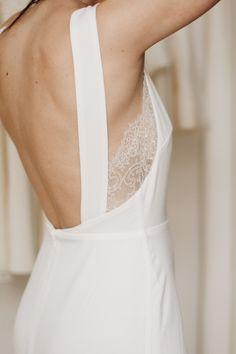 Wedding Dress Styles, Dream Wedding Dresses, Bridal Dresses, Wedding Gowns, Minimalist Gown, Look Chic, Dream Dress, Bridal Style, Beautiful Dresses