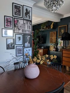This UK home's quirky, eclectic decor was done on a very limited budget! Home decor Find Tons of Decor Inspiration in This Quirky and Colorful UK Home Quirky Home Decor, Eclectic Decor, Diy Home Decor, Quirky Living Room Ideas, Home Decoration, Eclectic Design, Home Design Decor, Room Decorations, Eclectic Style