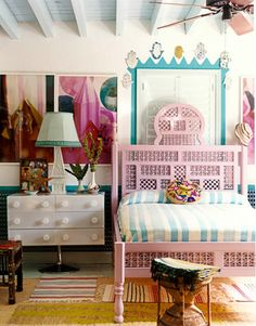Bohemian, flea-market style bedroom - sweet inspiration for a girls/ tween bedroom??