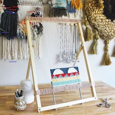 DIY Weaving Loom from Picture Frame — Hello Hydrangea Weaving Textiles, Weaving Art, Weaving Patterns, Tapestry Weaving, Hand Weaving, Loom Weaving Projects, Weaving Designs, Stitch Patterns, Knitting Patterns