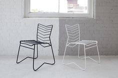 The Kai Chair by Daniel Lau, a metal wire-frame stackable chair made in Britain and finished with a powder coating in a variety of colours.