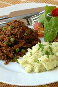 This mince will remind you of something your mother or grandmother made. It is even better the next day on toast for breakfast or spread on a lunchbox sandwich. Savoury Mince, My Recipes, Cooking Recipes, Roasted Onions, Tomato Pesto, Mashed Cauliflower, Frozen Peas, Recipe Search, Kitchen Inspiration