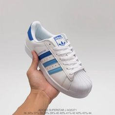 Upper Adidas Shell Head Gradient Blue Classic Look Upper Adidas shell head gradient blue Classic Look, white does not hate evergreen style Code: Adidas Nmd_r1, Adidas Sport, Blue Adidas, Adidas Sneakers, Nmd R1, Adidas Superstar Originales, Adidas Stan Smith, Superstar Shoes, Adidas Skateboarding