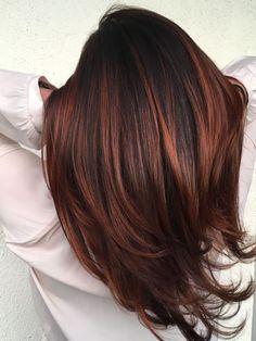 11 Auburn-Rote Haare Farbe Ideen 2017 dark red hair color ideas - Hair Color Id. Auburn Balayage, Hair Color Balayage, Hair Highlights, Ombre Hair, Caramel Highlights, Color Highlights, Copper Balayage Brunette, Brown Hair With Red Highlights, Dark Red Balayage