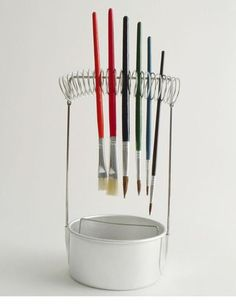 A cunning contraption for organizing paint brushes and water from our German friends at Redecker. Paint Brush Holders, Watercolor Paint Set, Art Studio Organization, Art Storage, Hacks, Painting Tips, Paint Brushes, Art Techniques, Art Studios