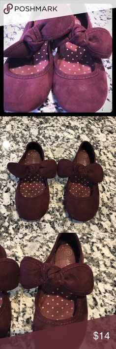 Little girls bow slip-on dress shoes Plum velvet fabric. In great condition. Cat & Jack Shoes Dress Shoes