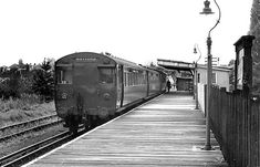 Watford to Euston train at Croxley station 1925 Scotland History, Old Train Station, Disused Stations, British Rail, London Underground, Watford, Old Photos, Abandoned, Beautiful Places