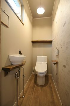 トイレ/サニタリー/注文住宅/インテリア/ジャストの家/toilet/restroom/natural/design/interior/house/homedecor Understairs Toilet, House Bathroom, Kit Homes, Handicap Bathroom, Condo Decorating, Small Toilet, Bathroom Interior, Bathroom Design Small, Bathroom Decor