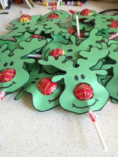 Creative DIY Christmas Gifts – Unique Homemade Christmas Gift Ideas - Gift Ideas For Best Friend Kids Crafts, Christmas Crafts For Kids, Christmas Activities, Homemade Christmas, Christmas Projects, Kids Diy, Christmas Ideas, Christmas Decorations With Kids, Fun Projects