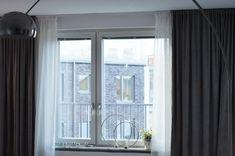DIY: Gardiner på en skena i taket - 34 kvadrat - Metro Mode Diy Gardiner, Window Coverings, Home Living Room, Master Bedroom, Windows, Visa, Inspiration, Home Decor, Uppsala