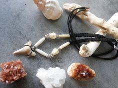 Collier pendentif dent de requin fossilisée corde par JewelryByPlk