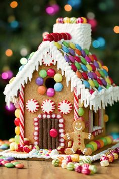 Gingerbread House Template Printable, Gingerbread House Patterns, Cool Gingerbread Houses, Gingerbread Decorations, Christmas Gingerbread House, Christmas Fun, German Christmas, Christmas Decorations, Gingerbread House Decorating Ideas