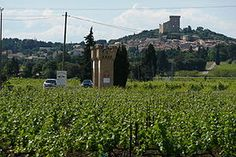 CHATEAUNEUF DU PAPE                Google Image Result for http://upload.wikimedia.org/wikipedia/commons/thumb/2/2e/Vue_sur_Ch%25C3%25A2teauneuf-du-Pape.JPG/275px-Vue_sur_Ch%25C3%25A2teauneuf-du-Pape.JPG