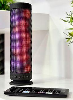 Avec un design novateur, cette enceinte verticale fonctionnant sans fil par Bluetooth produit des effets de lumière aussi zen que pour la fête !