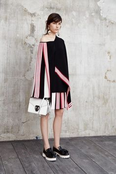 See the complete MSGM Resort 2016 collection.