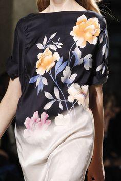 Dries Van Noten Spring 2011 Ready-to-Wear Fashion Show Details
