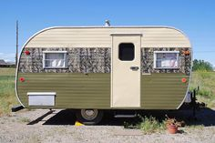 1960 Yellowstone Vintage Trailer by Montana Camps and Cabins, via Flickr