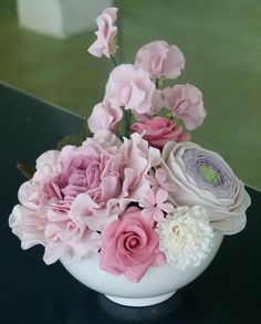 Peonía, ranunculos, claveles, rosas... etc... bouquet realizado en el curso de Yocuna