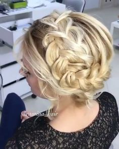 There is a hairstyle that will never go out of style: the braid. Because there are thousands of variations of the hairstyle classic. Whether twisted, twirled or braided, alternative Fishtail or cool B Try On Hairstyles, Haircuts For Long Hair, Wedding Hairstyles For Long Hair, Box Braids Hairstyles, Cool Haircuts, Latest Hairstyles, Updos Hairstyle, Hair Updo, Twisted Hairstyles